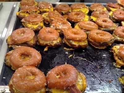 Krispy_Kreme_Bacon_Cheeseburger